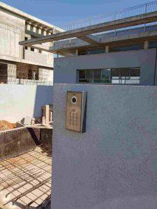 מערכת אינטרקום עם מצלמה בבית פרטי